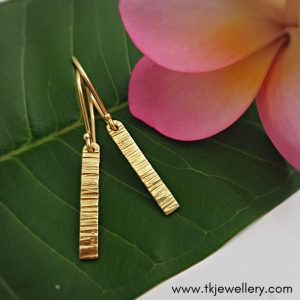 18 carat gold earrings